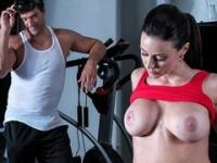 Incredibly HOT gymnast Kendra Lust fucks her trainer