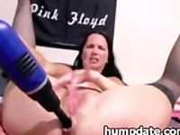 Babe drilling and toying her squirting pussy