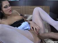 Susanna and April have a tantalizing time using their sexy toes in stockings
