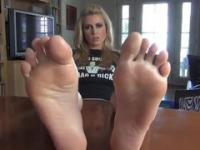 Jerk It To Her Feet