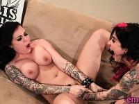 Lesbo emo sluts with tattoos wild sex with multiple fingers