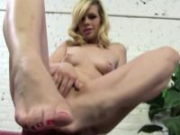Toes creamed by black rod
