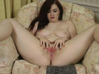 Jaye Rose uses a vibrator on her pussy