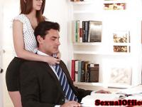 Bromas officebabe bigtitted sopla a colega