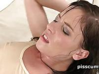Piss queen Jessica Rox gets wet cunt licked