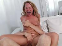 Carter Cruise takes an unofficialy record in anal orgasms!
