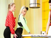 Glam Chic Hot lesbo rub