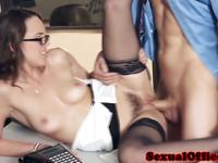 Office secretary cocksucking before cumontits