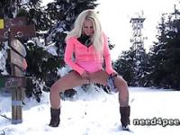 Sexy blonde takes a walk and a piss in snow