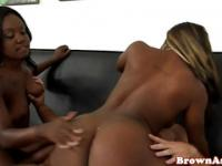 Bigass ebony teens in a closeup threesome