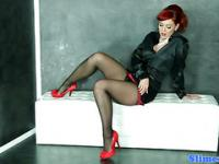 Gloryhole glamour rousse en collants