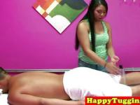 Real jap masseuse in dick rubbing session