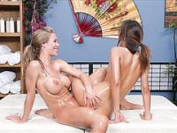 Master Nicole teach asian chick play oil on a real time webshow