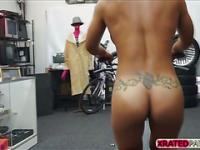 Muscled Chick babe gets pawned inside her pussy in the pawn shop office