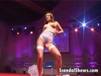 The sexy stripper does an amazing job