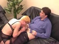 Mature lady shows her way to suck the hard cock