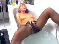 MILF puts on her pantyhose in the tub
