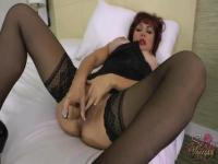 Redhead MILF is playing her pussy