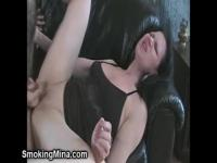 Dude fingering a wet and hungry pussy