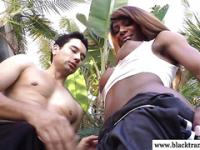 Nubian tranny sucked on by white lips