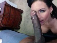 Lass gets a black cock and she stimulates it with tongue and pussy