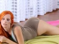 Skinny redhead in gray dress played with pussy on the camera