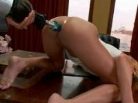 Sex machine made her squirting just in a few minutes