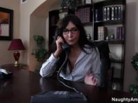 Brunette MILF in stockings was rapidly seduced by her boss