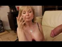 La babe Blonde MILF, Nina Hartley en action foutue