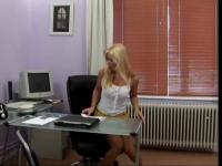 Bleached golden-haired bimbo receives nailed in the office