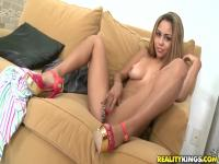 Brick tastes sweet pussy of Guiliana Alexis