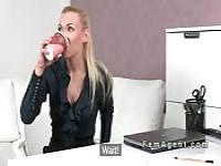 Female agent vibed by her boss