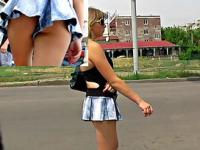 Hot bombshell flashes her upskirt gazoo
