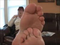 Master Dixie Dame shows off her Large Nordic-Western Feet