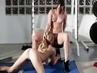 Lesbian exercises at the gym