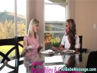 Fiingered sexy masseuse