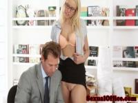 Beautiful officebabe seduces boss and sucks