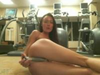 The slender amateur woman masturbates at the gym