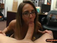 Amateur hot babe with glasses gets banged by pawn guy