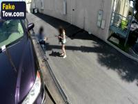 Rothaarige Teen Parkplatz Blowjob im Auto Big Dick