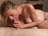 Kinky cougar getting face fucked by a younger dude