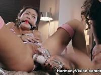 Pussy licking porn video featuring Skin Diamond and Dani Daniels