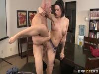 Sugar dusky latina Juelz Ventura is giving a blowjob
