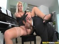 Video sexo rubio con Chantelle Sky y Voodoo.