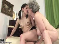 Honey old woman gets her tight ass fucked