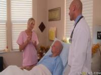 Godlike Platinum Nurse Alanah Rae Auftritt in Real Medical XXX Video.