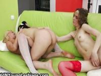 Two cute teens pleasing this blonde