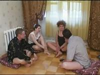Russischen Strip-Poker-Swinger Paare 1