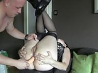 Very attractive amateur milf tries anal