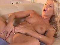 Natural titted blonde Kiara Lord fingering her wet pussy
